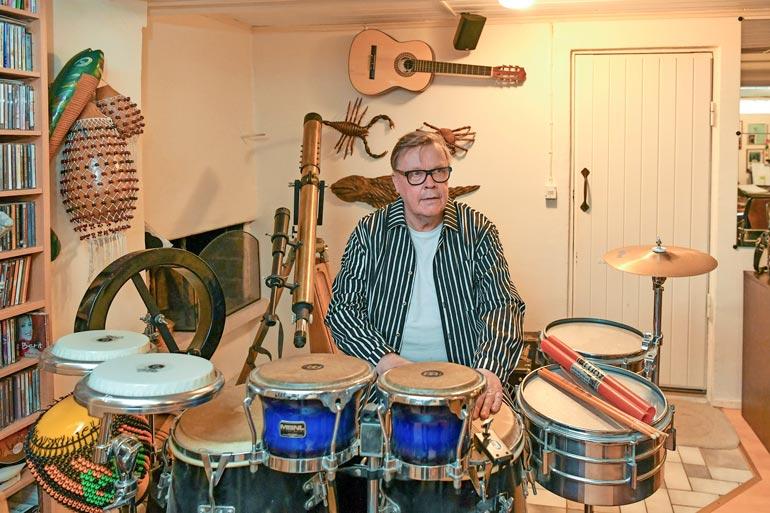 VR:llä uransa tehnyt Matti on myös pitkän linjan muusikko, joka on tehtaillut lähemmäs 1000 laulua. – Komppasin jo poikasena Tapsa Rautavaaran orkesterissa!