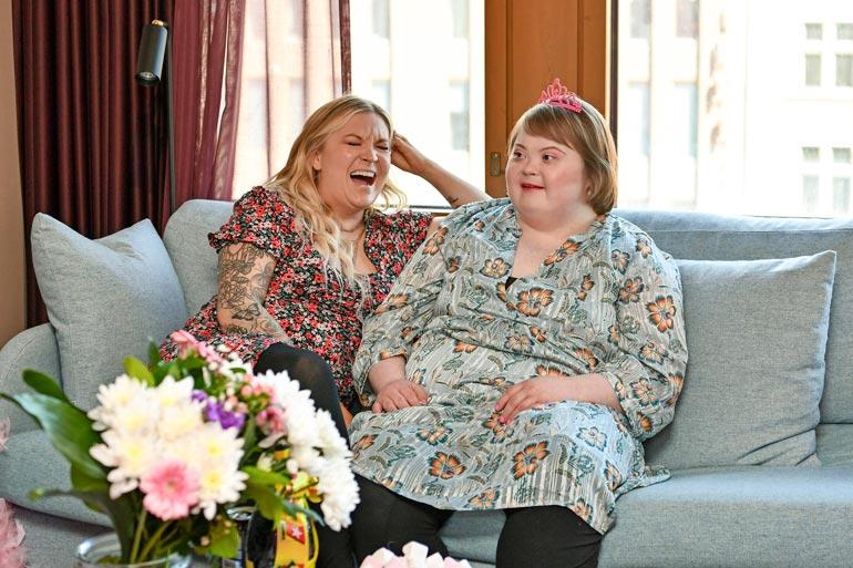 Rean ja Ellin keskinäinen suhde on täynnä naurua ja iloa. Elli napauttelee isosiskolleen välillä aikamoisia totuuksia.
