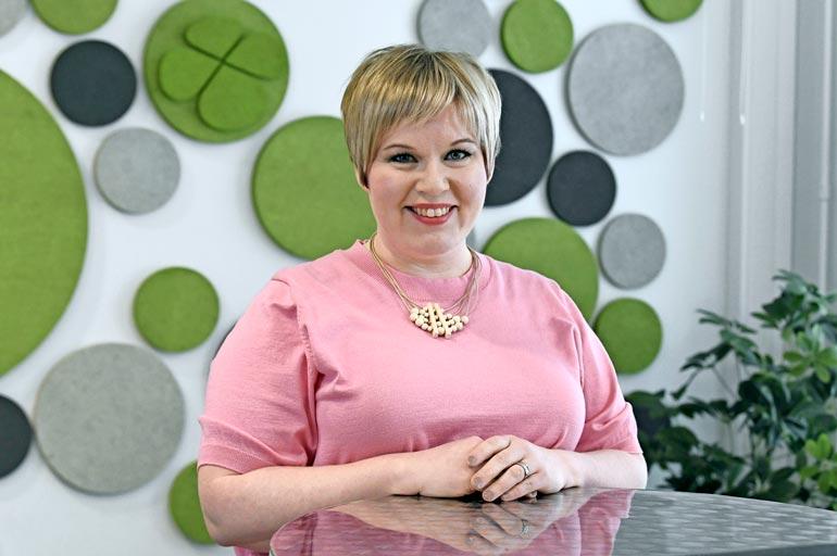 Annika Saarikko on tiede- ja kulttuuriministeri sekä keskustan puheenjohtaja.