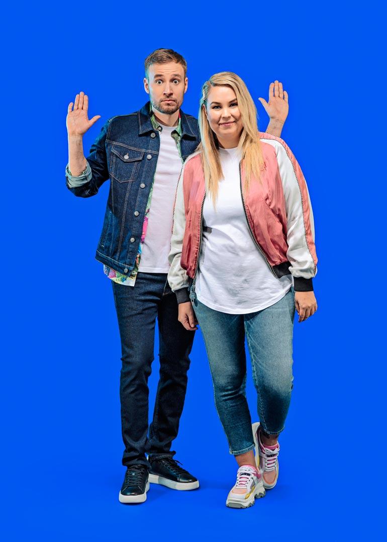 TV-töiden lisäksi Tinni on tuttu radiosta. Hän juontaa Radio Suomipopin iltapäivää yhdessä Juuso Mäkilähteen kanssa.