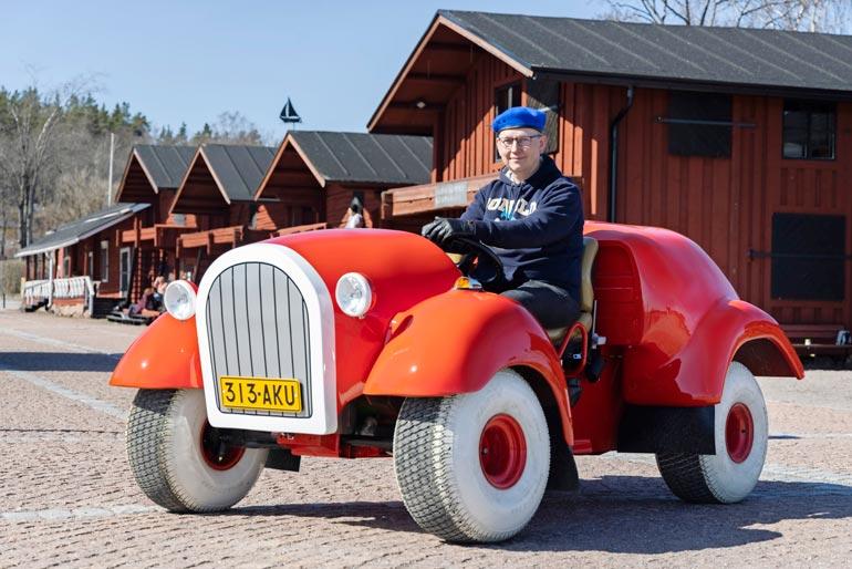 Mikko Seppälän kotoa löytyy oma huone, jonne on kerätty kaikki Aku Ankat vuodesta 1951 lähtien. Lehtiä on noin 4 000 ja lisäksi mukana on Akun ja Roopen taskukirjoja.