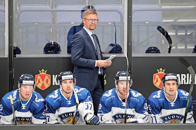 Jukka on valmentanut Leijonat kahdesti maailmanmestariksi. Palkintokaapista löytyy myös Suomen alle 20-vuotiaiden MM-kulta.