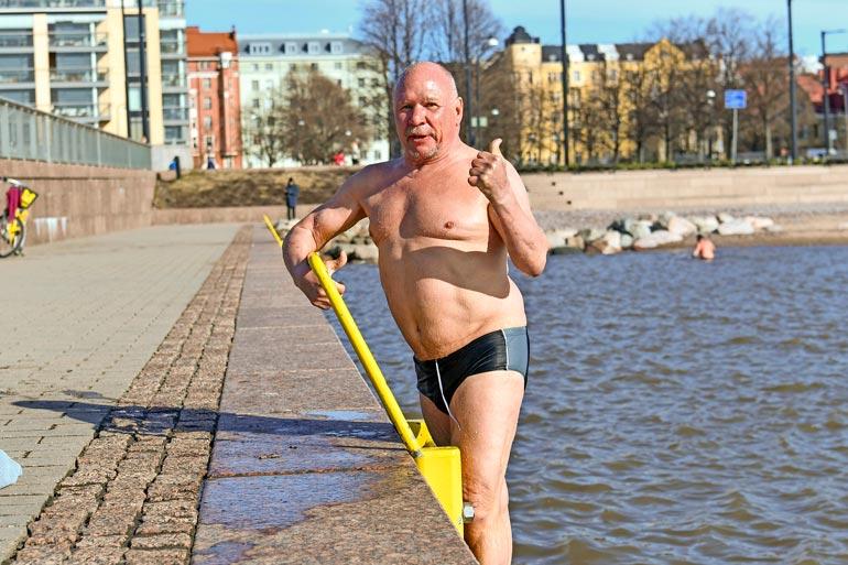 Seiskan lukijat ovat bonganneet Sakke Pietilän merestä uimasta ennenkin.