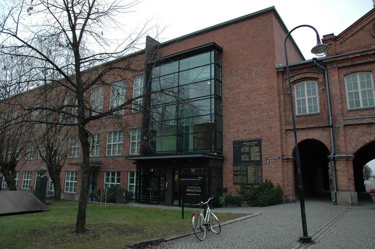 Mies tuomittiin Pirkanmaan käräjäoikeudessa 80 päiväsakkoon. Päiväsakkojen suuruus oli yhteensä 480 euroa.