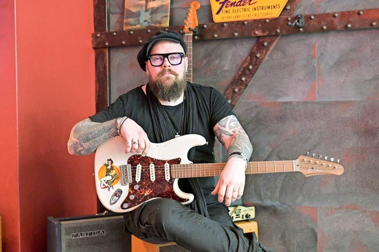 Oman levy-yhtiön lisäksi Petrillä on kitaramerkki Arvo Guitars. Nuoruudesta saakka musiikkia harrastanut Petri avasi ystäviensä kanssa äskettäin Helsinkiin kitaraliikkeen.