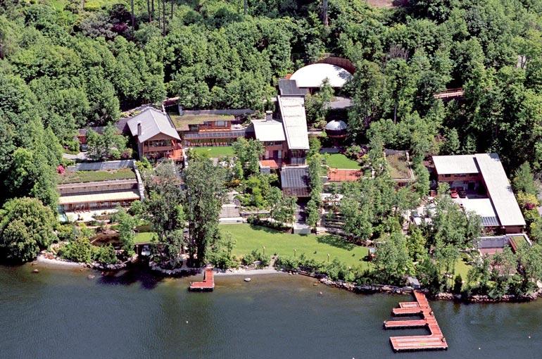 Lake Washingtonilla sijaitsevalla kotitalolla on kokoa mahtipontiset 6 100 neliömetriä, ja arvoa noin 109 miljoonaa euroa.