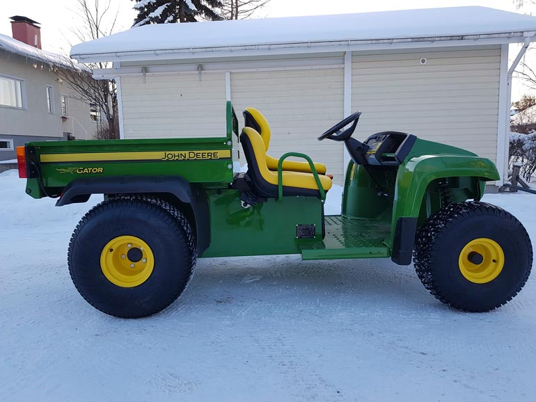Tältä näytti uudenkarhea vihreä puutarha-traktori vielä ennen Mikon tuunausta. – Kyllä iloa on tuottanut jo pelkästään auton tekeminen.