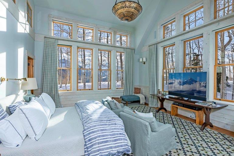 Talon kaikki 11 makuuhuonetta ovat  erilaisia. Tässä yksi romanttisimmista.