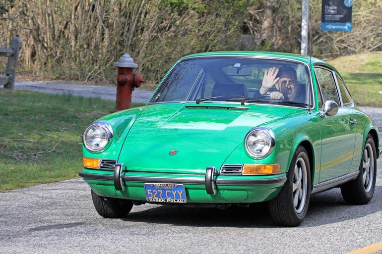 Jerry ajeli koronakesänä  vanhalla klassikko-Porschella  Long Islandin rannikolla.