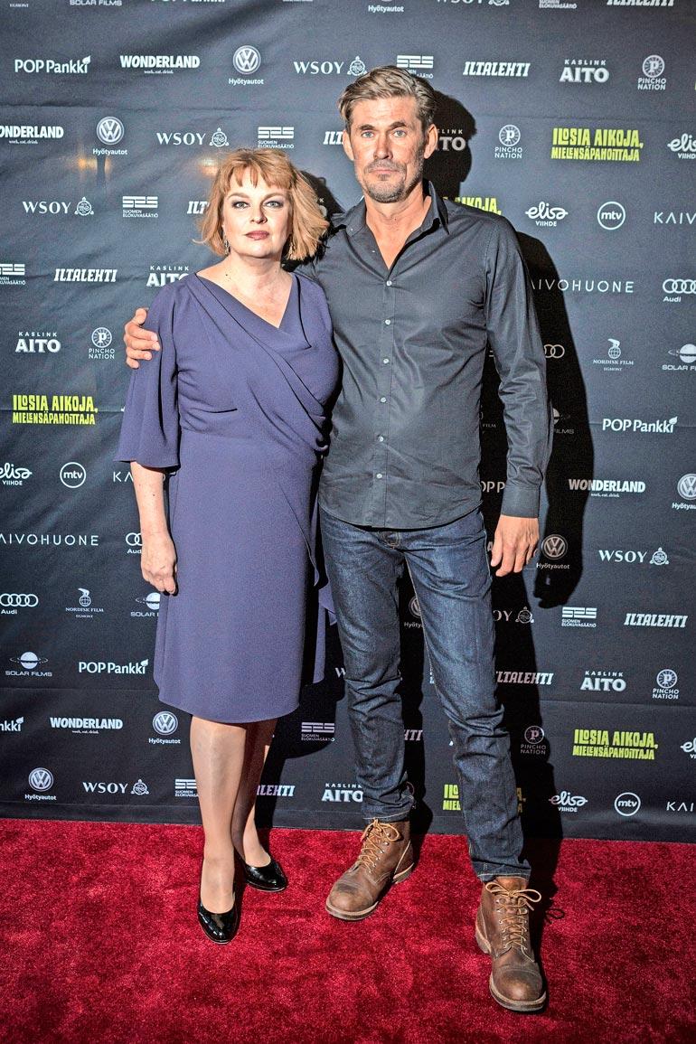Elina on naimisissa suosikkinäyttelijä Tommi Korpelan kanssa. Pariskunnalla on yhteinen lapsi.
