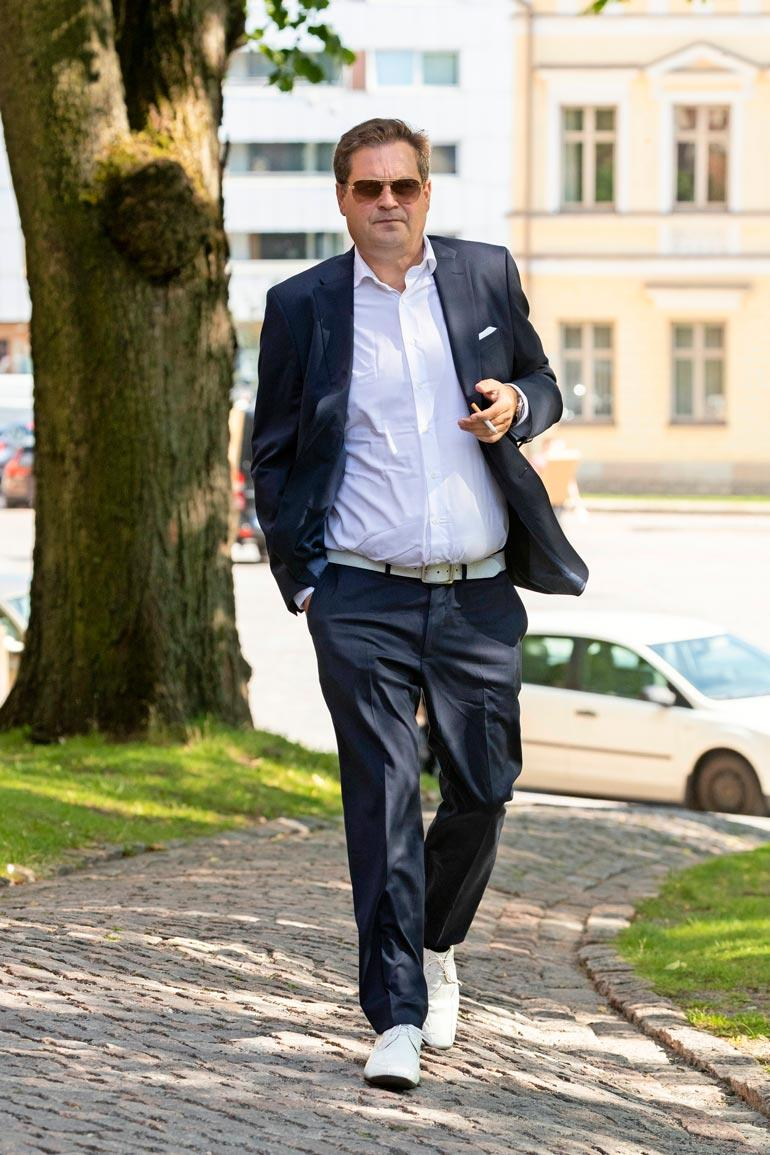 Jeti myöntää joutuvansa maksamaan kotimaiselle puutarha-alan yritykselle yli 600 tuhannen euron velat. Sen sijaan jättisumman päälle lätkäistyjä korkomaksuja hän ei purematta niele.