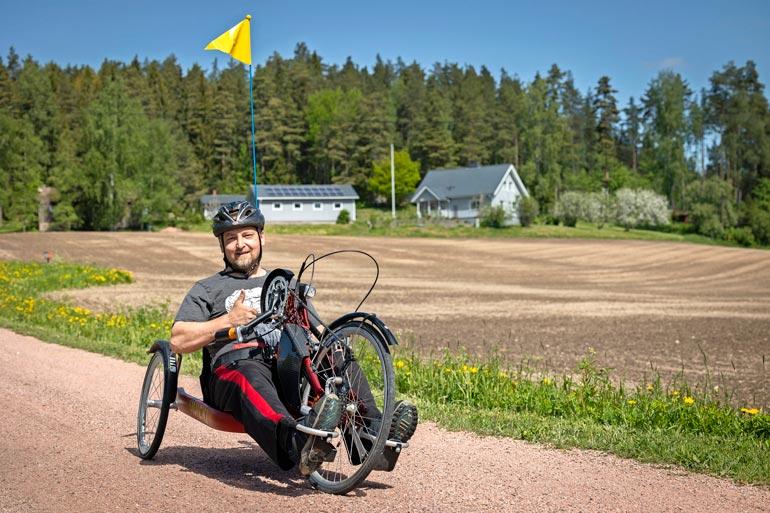 Nojapyöräilyssä poljetaan pyörää käsin. – Tykkään tästäkin lajista aivan älyttömästi. Urheilu on aina ollut tärkeä osa elämääni.