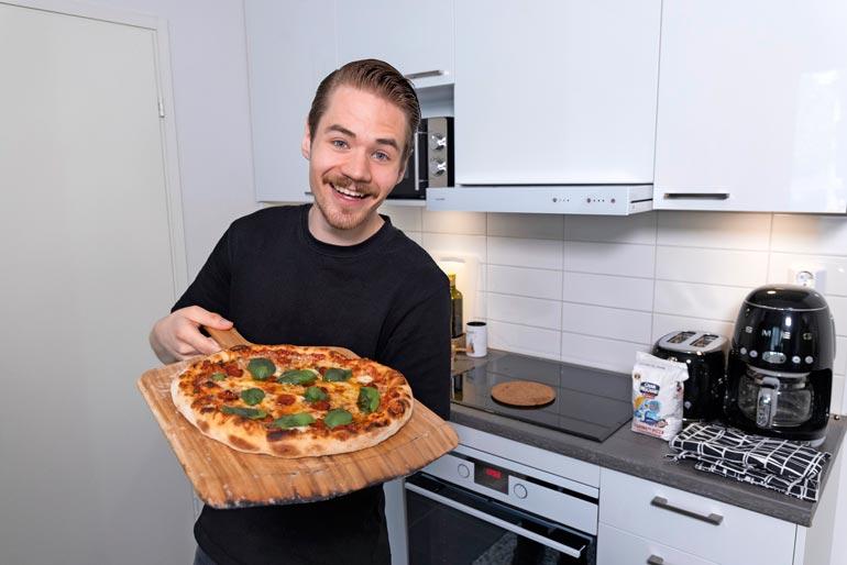 Master Chefin myötä Miska kertoo alkaneensa arvostaa annosten esillepanoa. Opit näkyvät myös upeassa pizzassa.