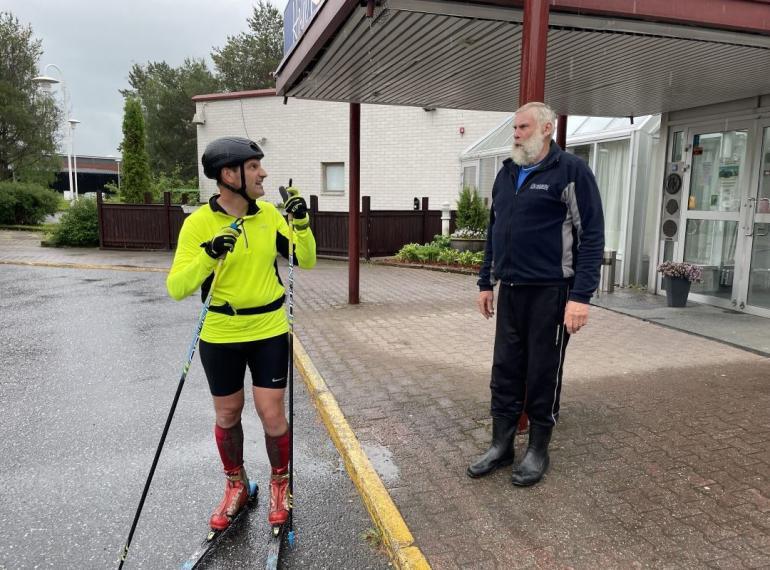 Lauantain pätkä Porista Kurikkaan oli raskas Teemulle. – Mietaan Jussi oli vastassa, kun tänne vesisateessa saavuin. Tänään oli rankka päivä mutta hengissä ollaan.