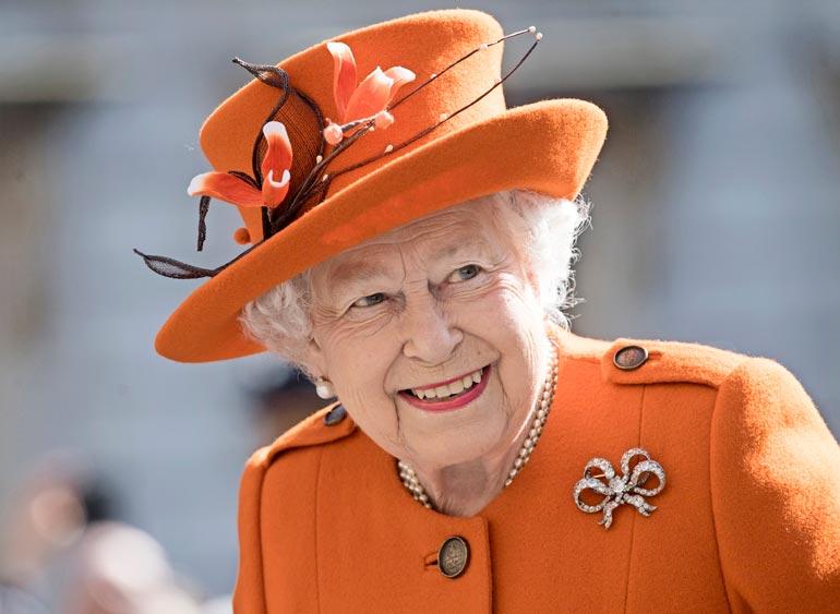 Kuningatar varmasti odotti saavansa uutisen perinteisesti ennen julkisuutta.