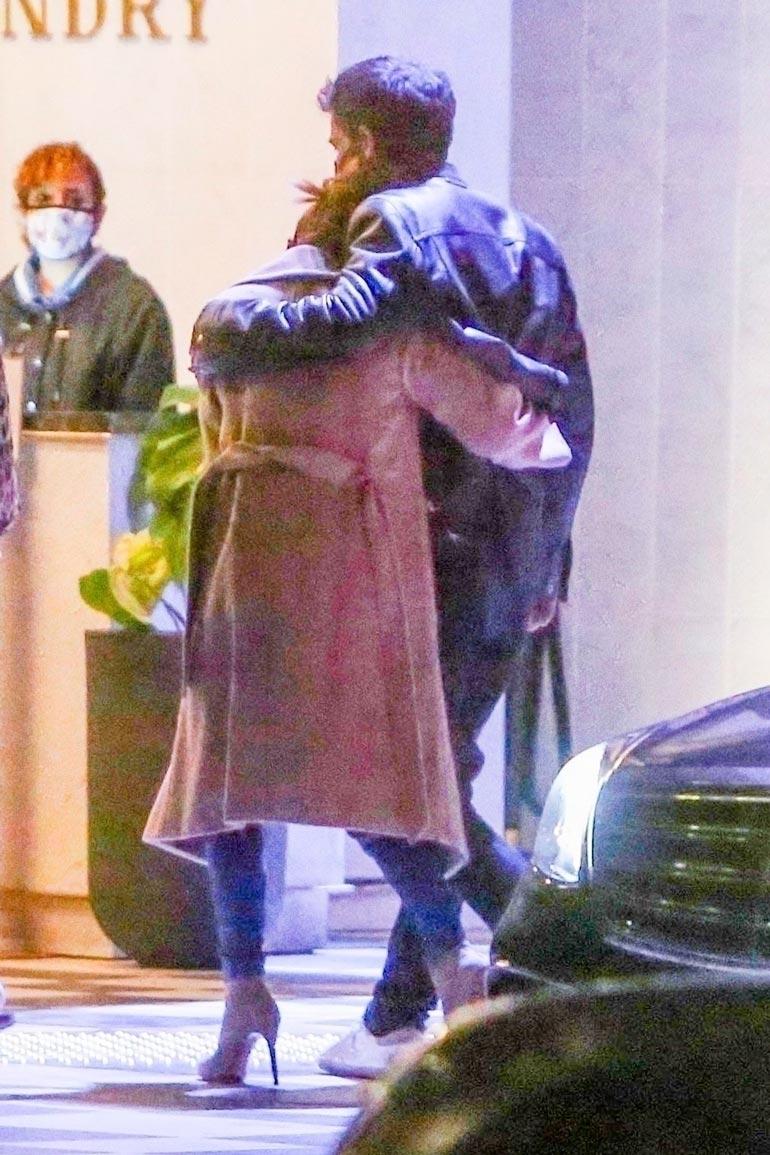 Jennifer ja Ben eivät malttaneetpitää käsiään irti toisistaan.
