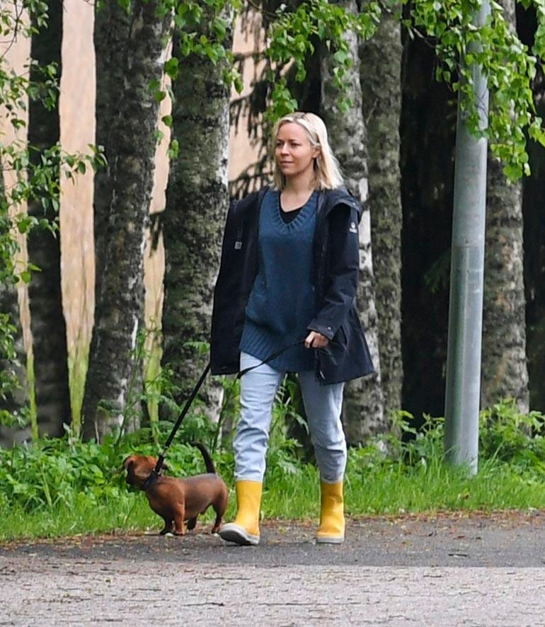 Paula lähti ulkoiluttamaan koiraansa yhdessä vietetyn yön jälkeisenä aamuna.