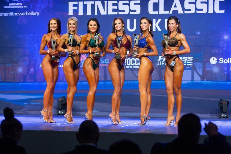 Johanna Harlin (vas.) sijoittui 6:nneksi bikini fitnessin +169 senttimetristen sarjassa.
