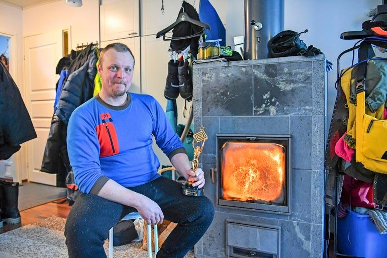 Ylen Eränkävijöistä tutusta tv-kalastajasta Aki Huhtasesta ei ole kuulunut hetkeen pihaustakaan, ei edes kotikunnillaan.