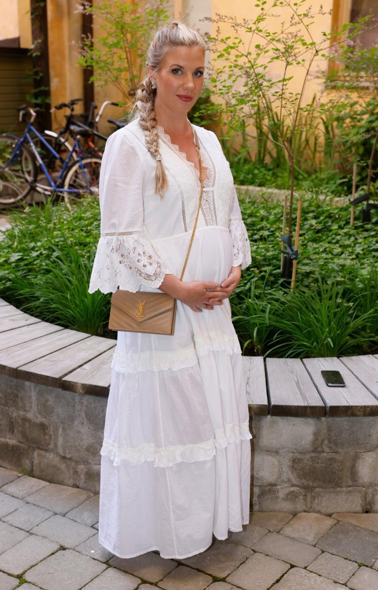 Emilia Lagus (o.s. Poikkeus) tuli tunnetuksi alun perin Mikael Jungnerin tyttöystävänä. Nykyään Emilia on onnellisesti naimisissa lääkärinä työskentelevän miehensä kanssa.