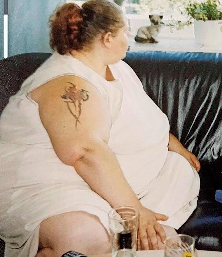 – Tällaisia kuvia on hyvä säilyttää ja muistuttaa niillä itseään, millaista on joskus ollut, Belinda sanoo katsoessaa kuvaa, jossa painaa 250 kiloa.