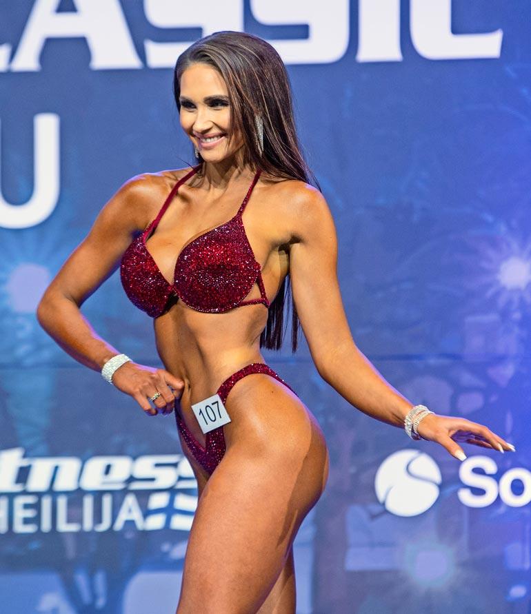 Tiukassa kunnossa oleva Johanna sijoittui yli 169-senttisten bikini fitness -sarjassa kuudenneksi.