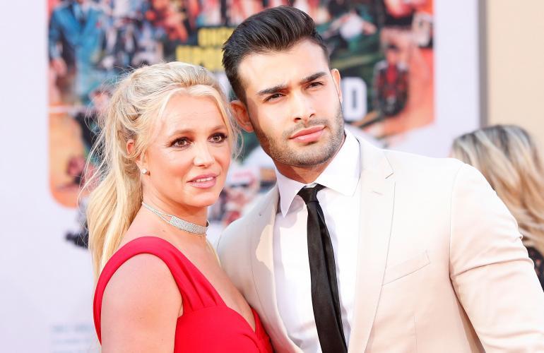 Britney yhdessä pitkäaikaisen poikaystävänsä Sam Asgharin kanssa.