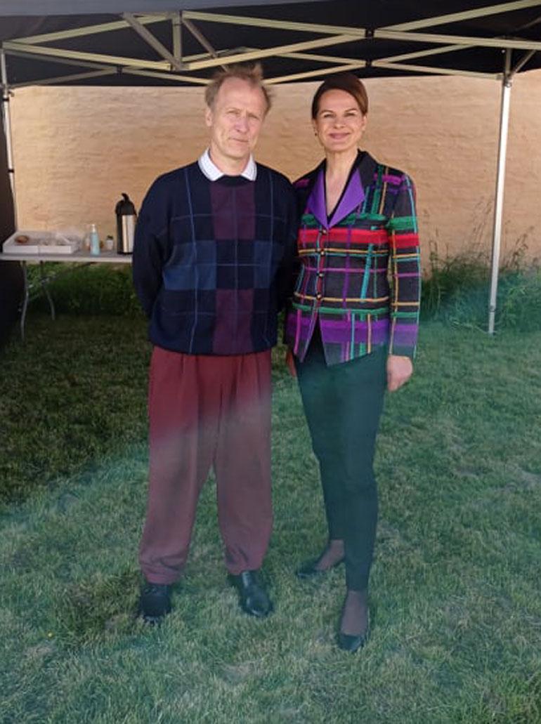 Timo Tuominen ja Niina Nurminen poseerasivat Seiskalle Made In Finland -sarjan kuvaustauolla.