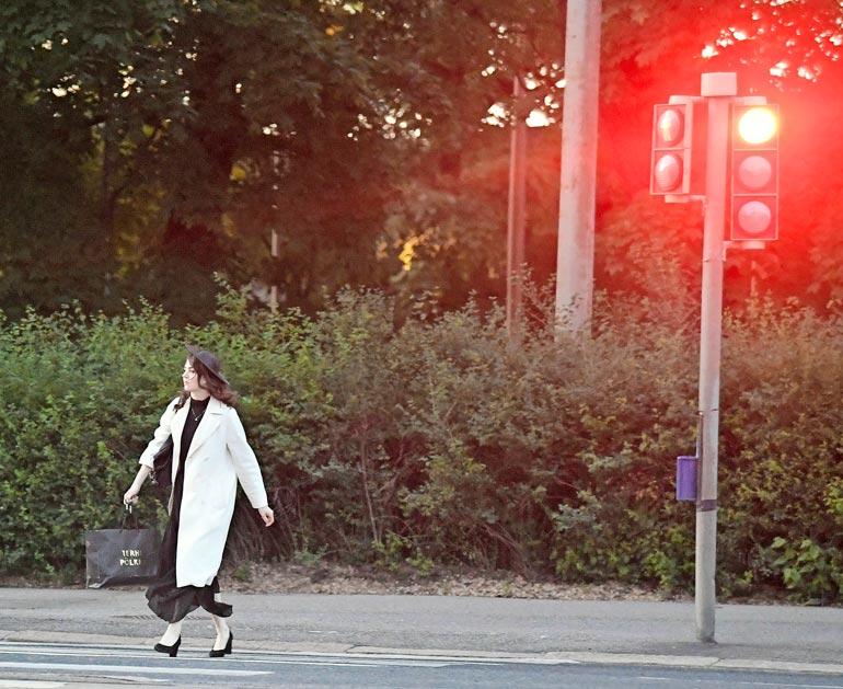 Keikkaputken väsyttämä Behm käveli päin punaisia iPods-kuulokkeet korvissaan.