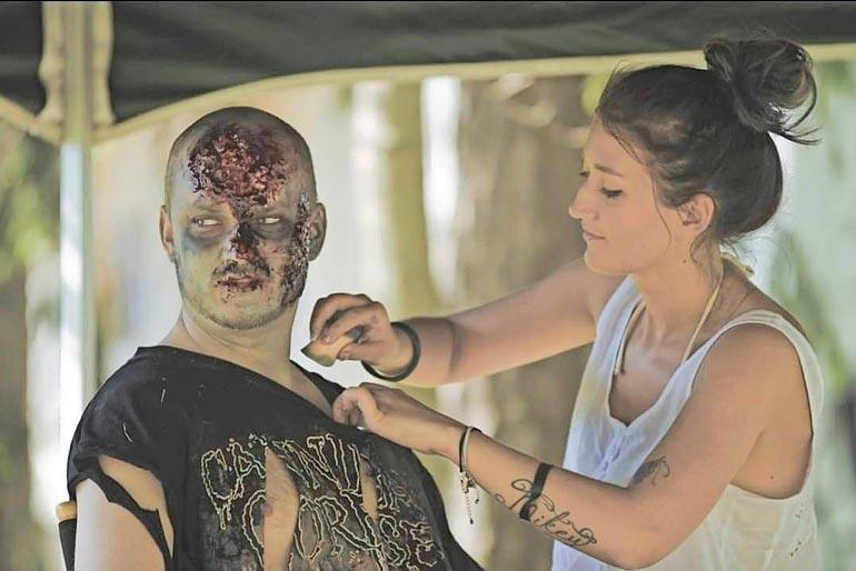 Senay on yksi Suomen arvostetuimmista maskeeraajista ja stylististeistä. Hän on tehnyt runsaasti töitä esimerkiksi musiikkivideoiden parissa.