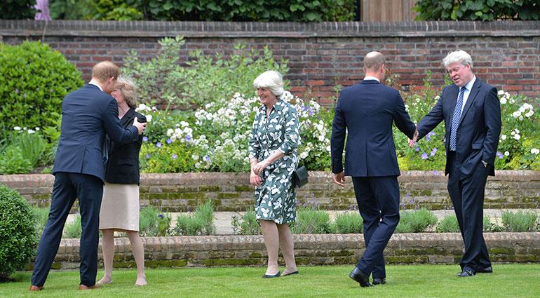 Prinssit William ja Harry sekä Charles Spencer, Jane Fellows ja Sarah McCorquodale