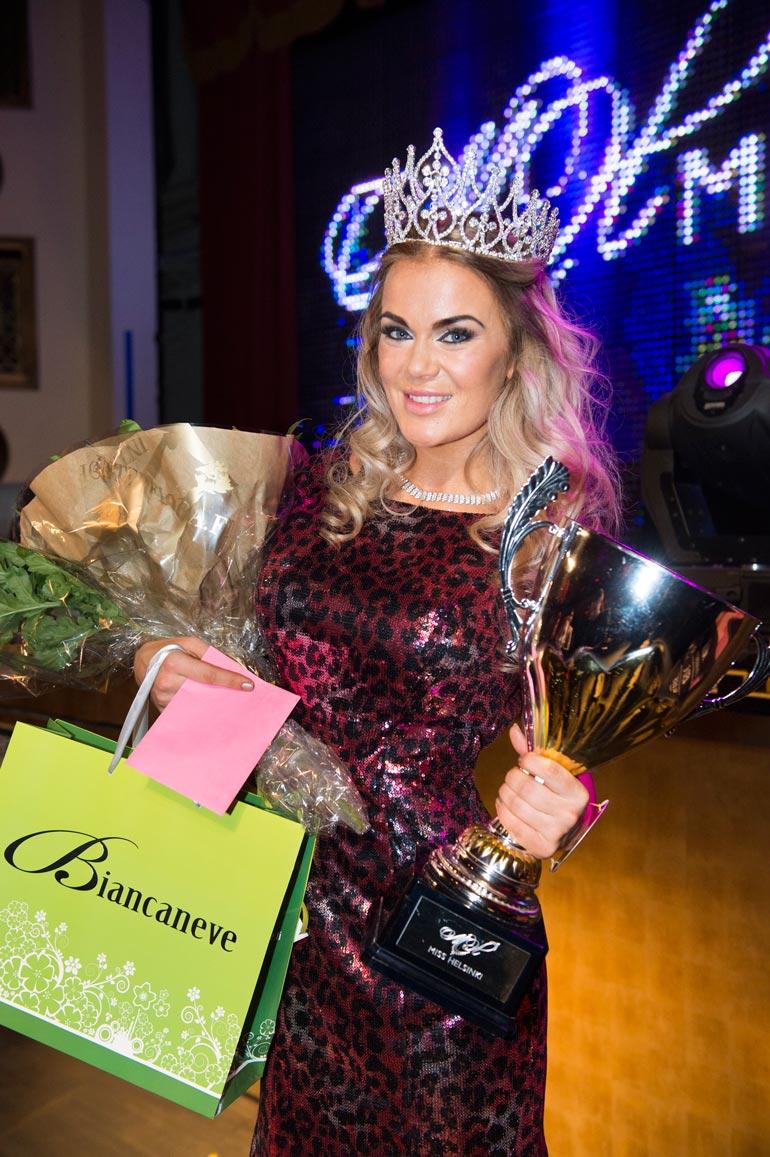 Rosanna voitti Miss Helsinki -kilpailun vuonna 2015. Hän on pyörittänyt kisoja vuodesta 2018.