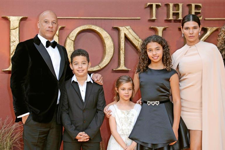 Vinillä ja hänen Paloma-vaimollaan on kolme lasta: Vincent (vas.), Pauline ja Hania.