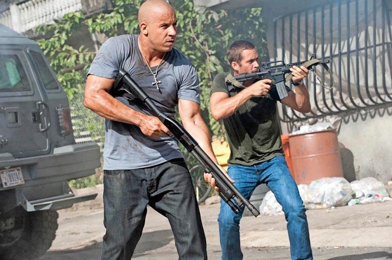 Vin Diesel ja Paul Walker (oik.) ystävystyivät Fast & Furious -elokuvien kuvauksissa. Paul menehtyi auto-onnettomuudessa vuonna 2013.