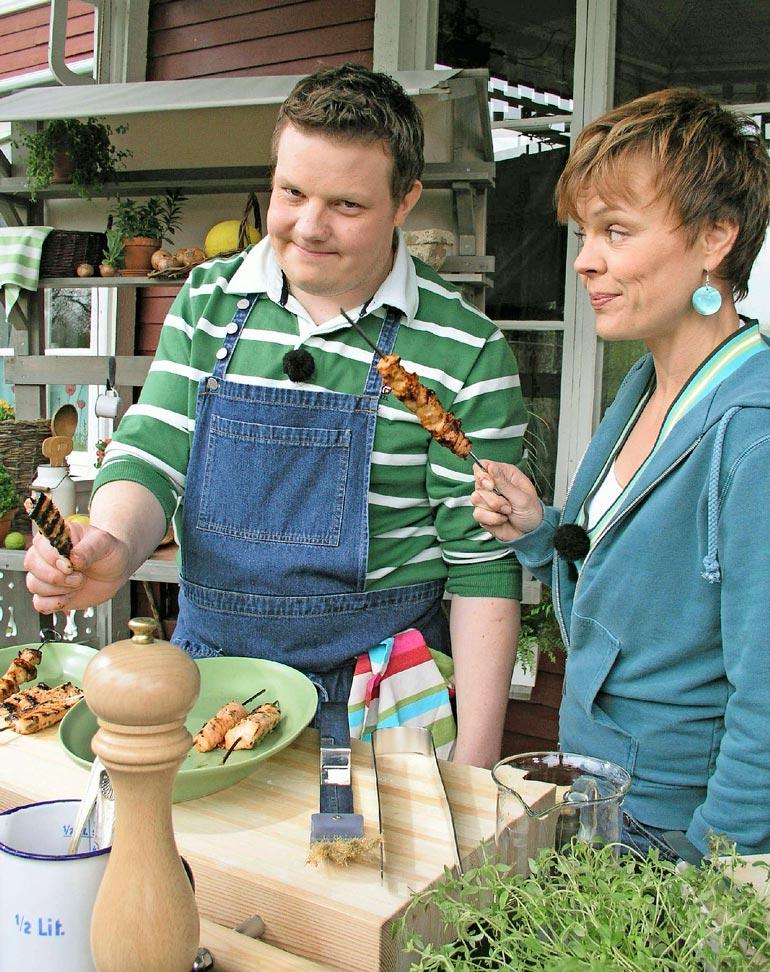 Ylen Strömsö-sarja on suosittu myös suomenkielisten keskuudessa ja on myyty myös Ruotsin televisioon. Kuva on vuodelta 2005, jolloin Micke ja juontaja Susanna Ström-Wilkinson olivat vielä mukana ohjelmassa.