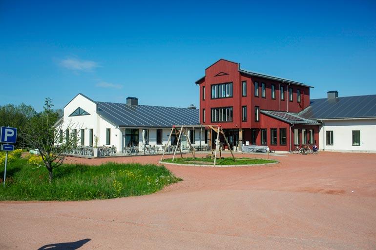 Micken oma ravintola Smakbyn sijaitsee Ahvenanmaalla aivan Kastelholman linnan vieressä ja on yksi maakunnan tunnetuimpia gourmet-paikkoja.