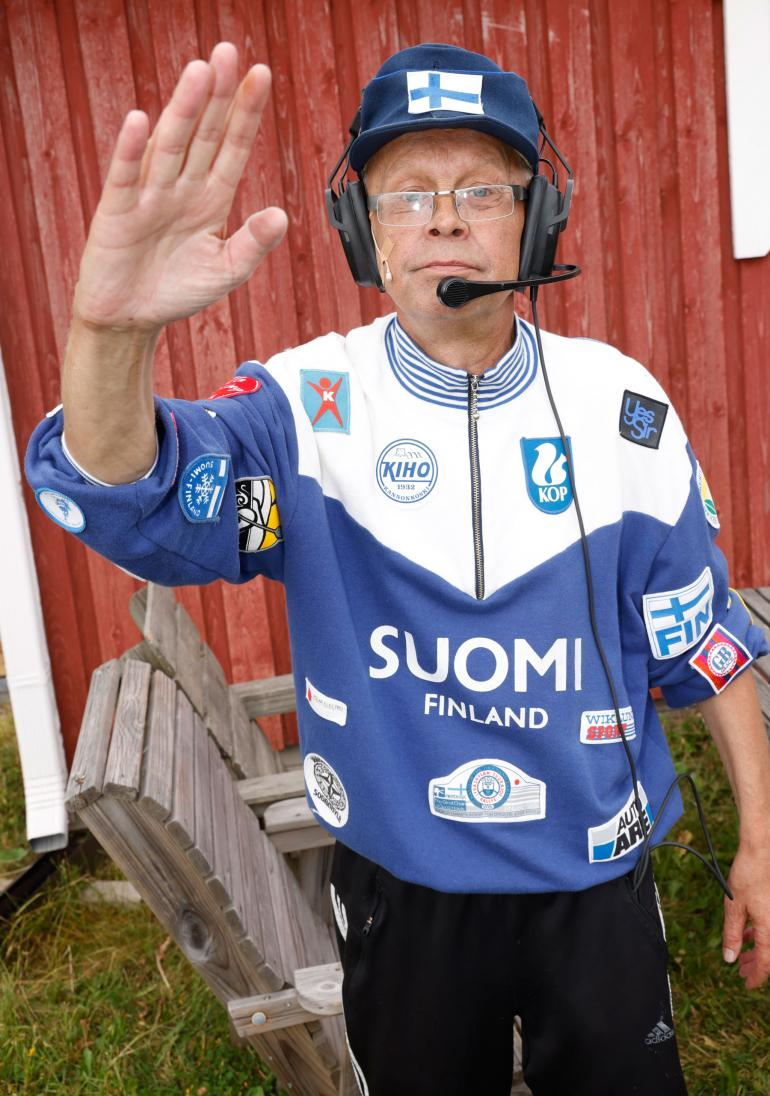 Myös imitaattori Kimmo Hannula vetää laulunäytelmässä useamman roolin.