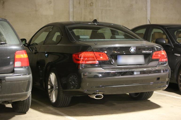 Kohuyön pesänä toimi Jennin musta BMW,  josta löytyisi istumapaikkoja neljällekin.