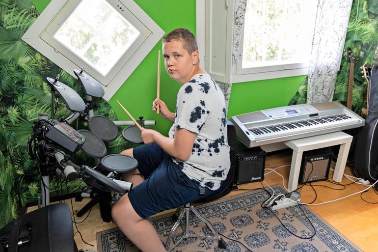 Musiikki on Ericille koko elämä. Hänen molemmat vanhemmat siskonsakin kävivät musiikkilukion, ja perheessä musikaalisuus on vahvasti läsnä myös laulamisessa.
