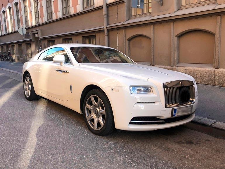 Jaren on myös nähty hoitavan päivittäisaskareitaan yli puolen miljoonan Rolls-Royce Wraith Coupella.