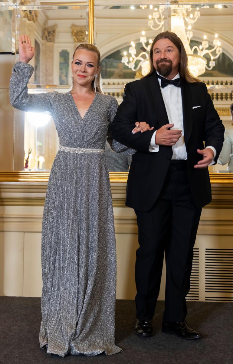 Kari nähdään ohjelmassa tanssiparinsa Claudia Ketosen kanssa.