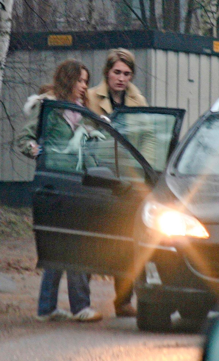 Susanna ja Stefu viettivät aikoinaan yhteisiä öitä Susannan rivitaloasunnolla Nummelassa, josta heidät kuvattiin yhdessä poistumasta aamutuimaan vuonna 2007.