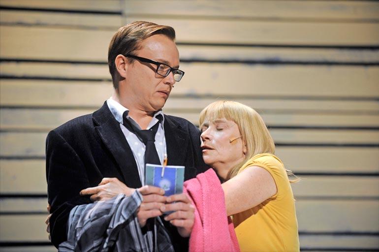 Petri näytteli Leena Rapolan kanssa Rampe ja palvattu onni -komediassa Arena-näyttämöllä syksyllä 2010.