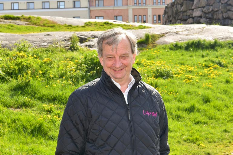 Isä-Hjalliksen ökytalo sijaitsee aivan Joelin ja Jannin tontin naapurissa.