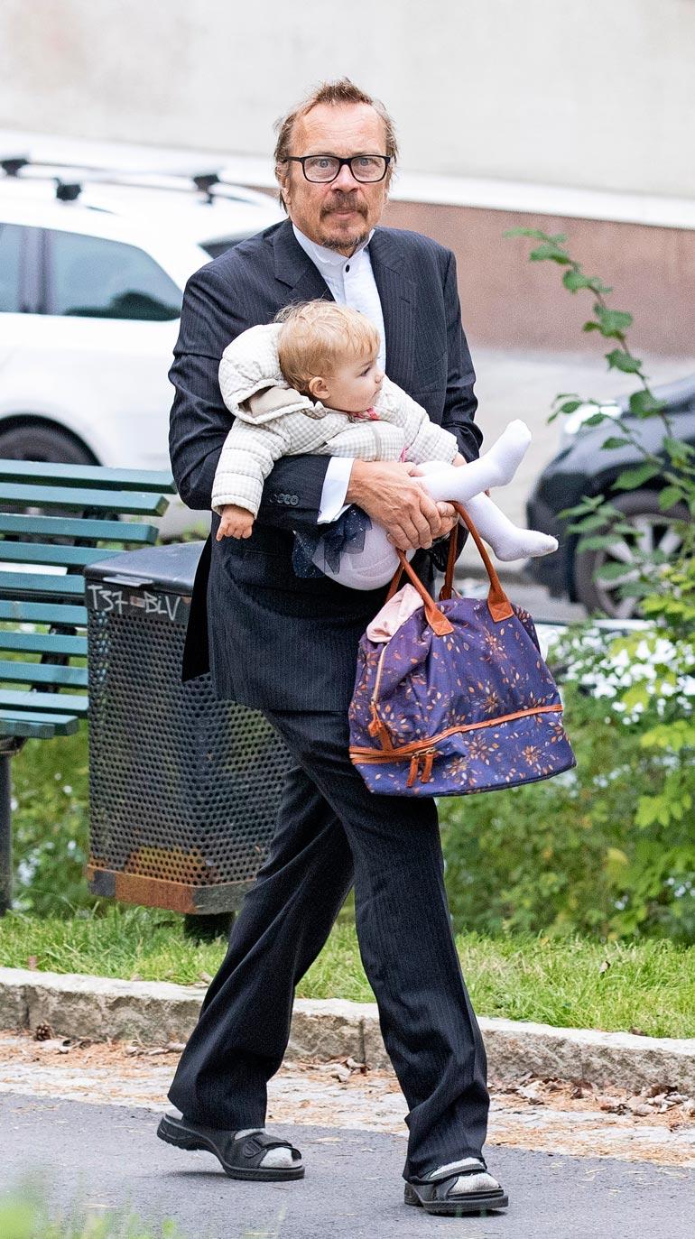 Johannan on-off-miesystävä ja ex-kihlattu Veijo Lalli kantoi Isabellen kirkkoon.