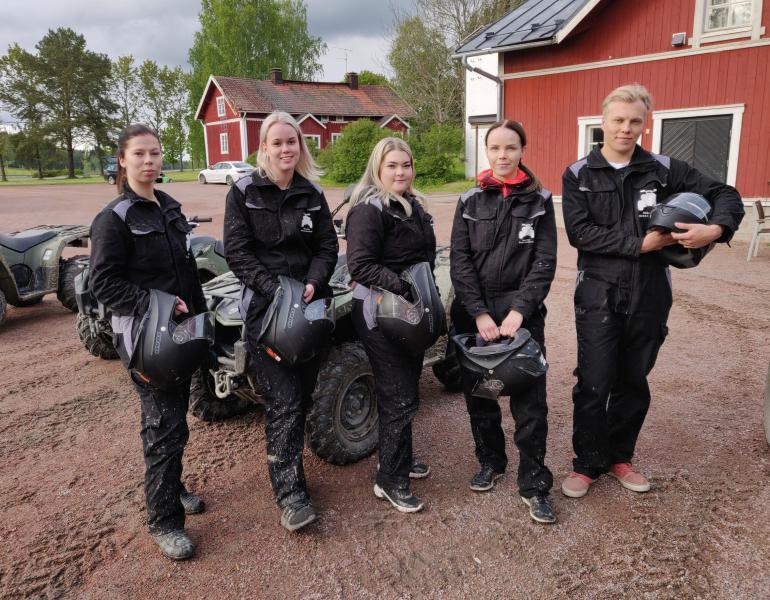 Kuvassa Patrikin puolisoehdokkaat Ninna (vas.), Linda, Sara ja Kiia.
