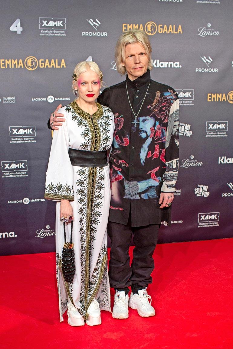 Chisulla ja muusikkotuottaja Jori Sjöroosilla on yhdessä monta roolia.