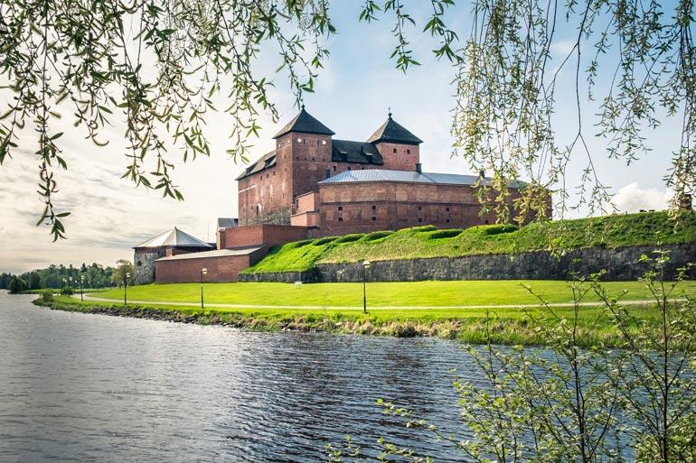 Hämeen linna on yksi kaupungin matkailun vetonauloista.