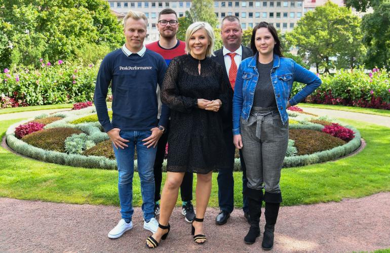 Tällä kaudella puolisoa etsivät Kalle, Matti, Patrik ja Stiina. Ohjelman juontajana hääräilee tuttuun tapaan Vappu Pimiä (kesk.).