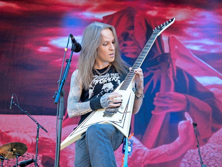 Alexi Laiho muistetaan erityisesti Children of Bodomin nokkamiehenä. Metalliyhtye oli yksi Suomen musiikkihistorian kansainvälisesti menestyneimmistä. Alexi siirtyi ajasta iäisyyten 29. joulukuuta 2020.